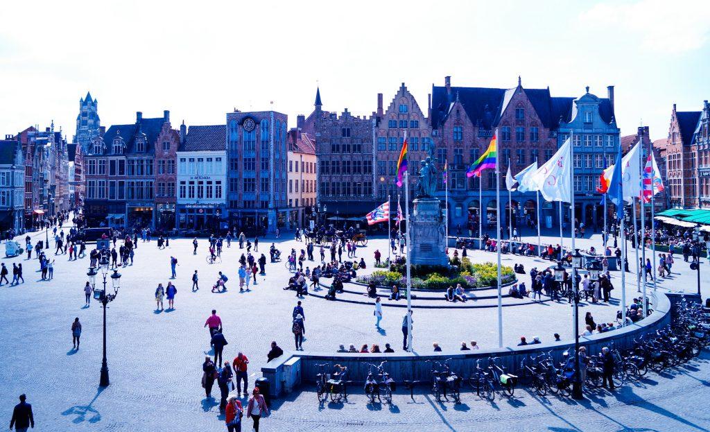 Market Square - Главният площад на Брюж, където от всички четири страни се разполагат сгради, които показват миналото на града | Peysoul