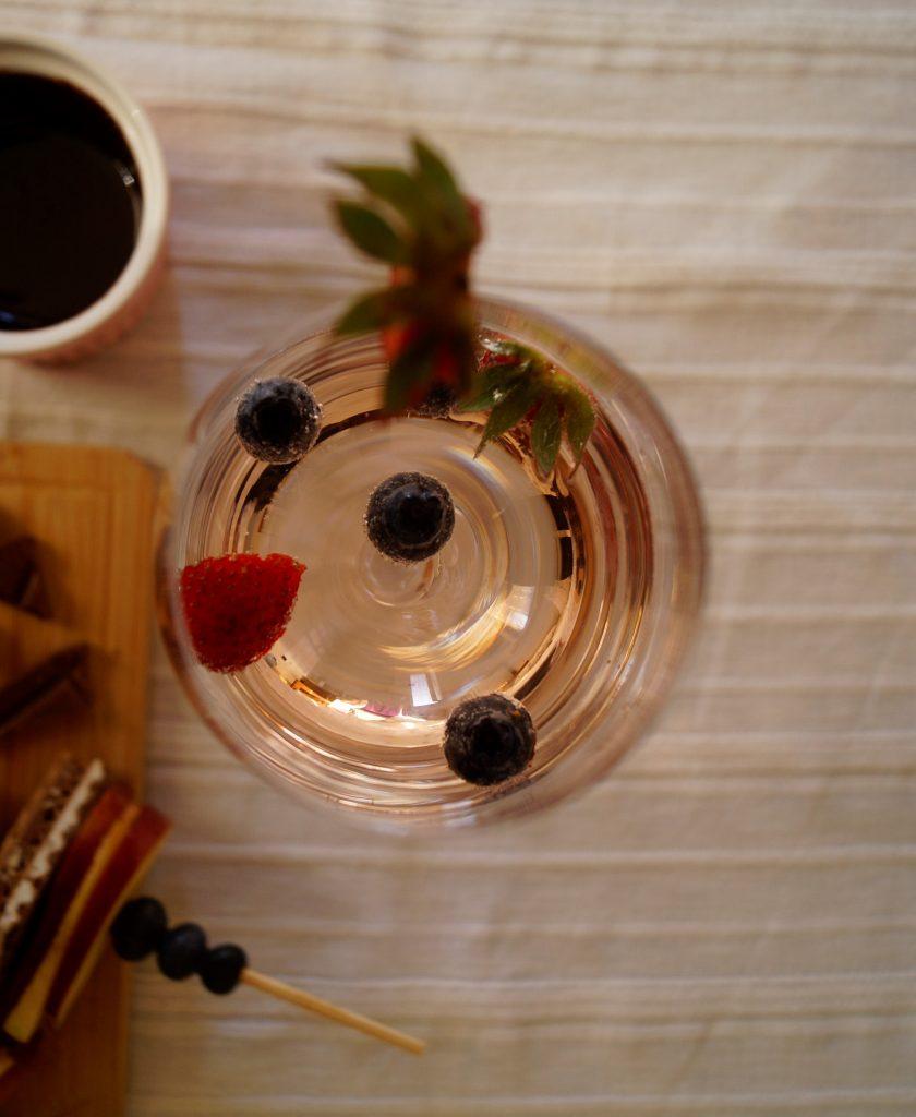 Ягодово розе шприц с ягоди и боровинки | Peysoul