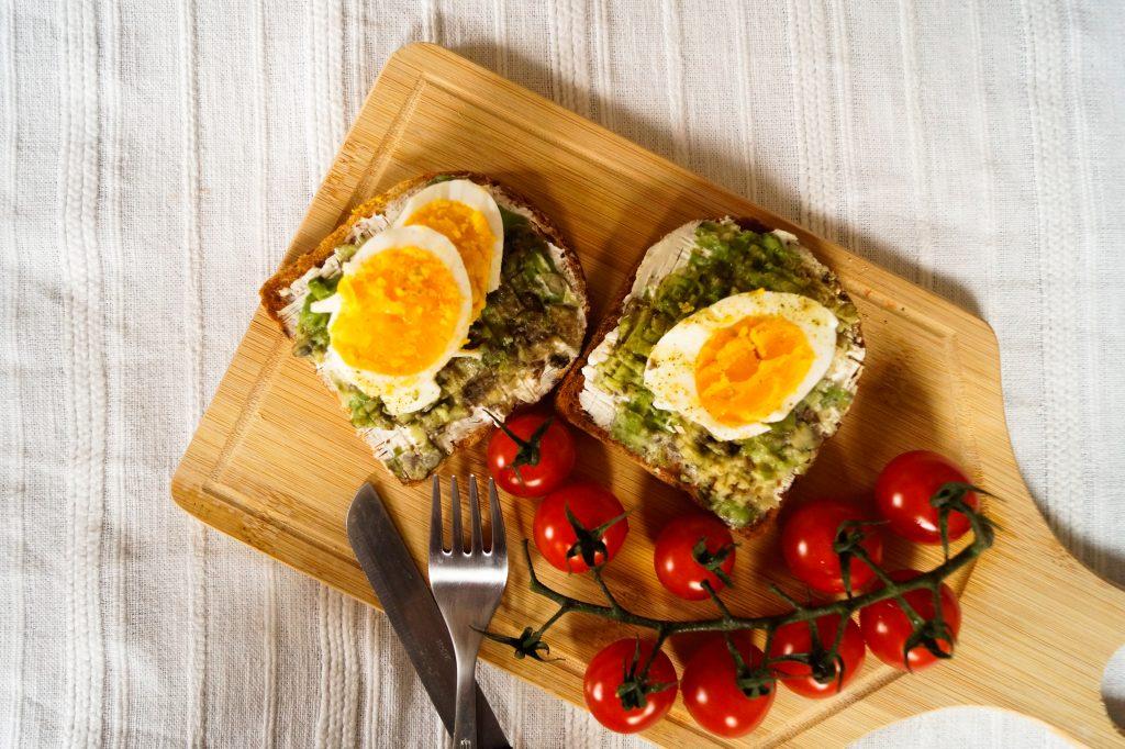 Авокадо тост с яйце | Peysoul