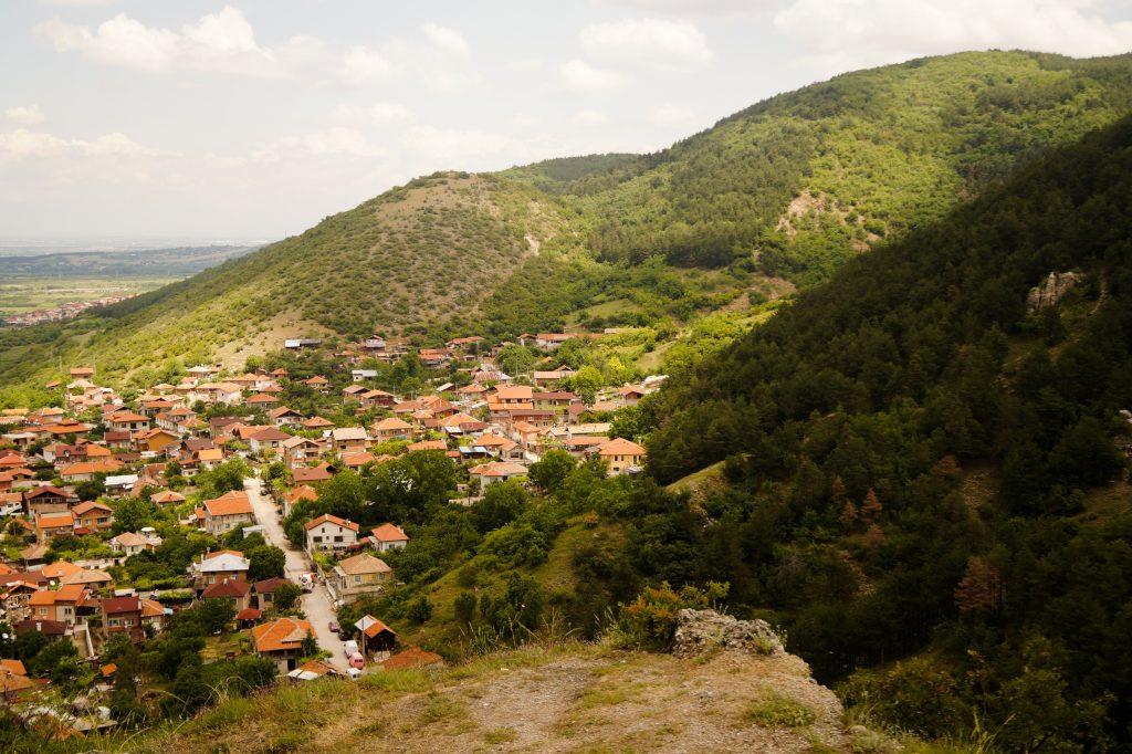 Гледка към село Устина
