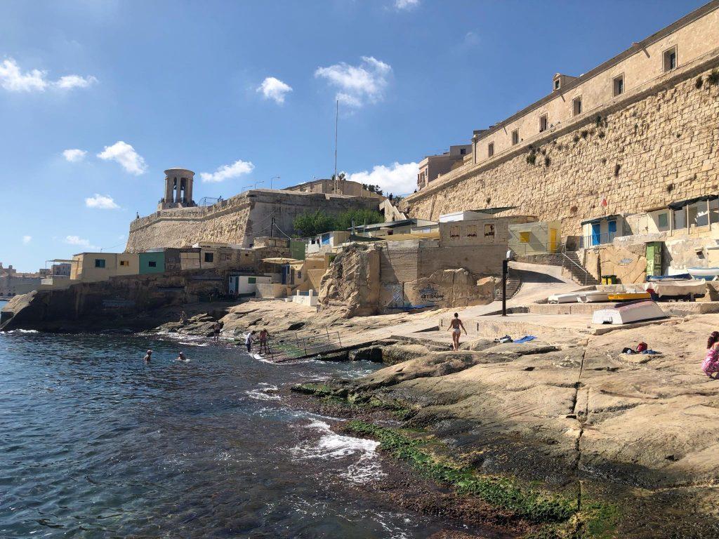 Плаж във Валета, Малта
