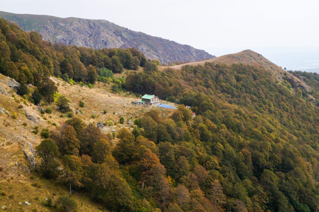 Хижа Рай от скалите, по пътя за връх Ботев