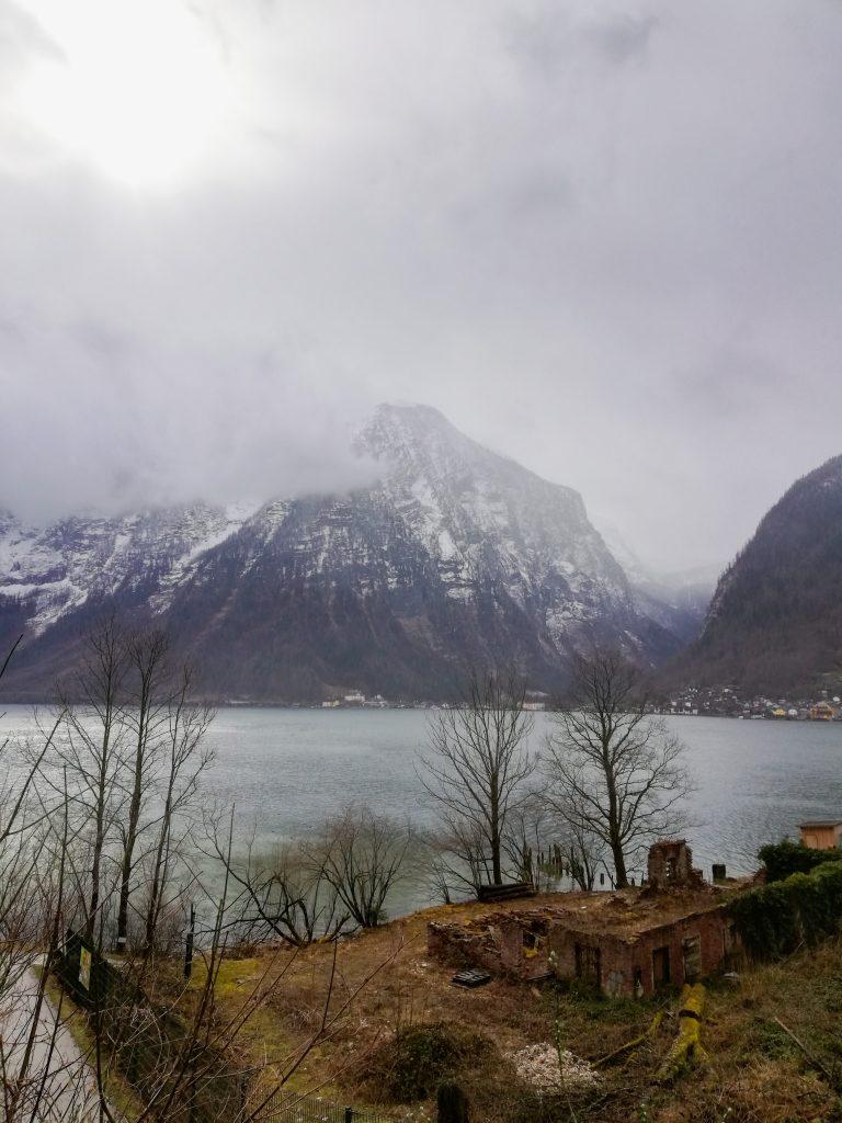 Гледка към езерото Халщат
