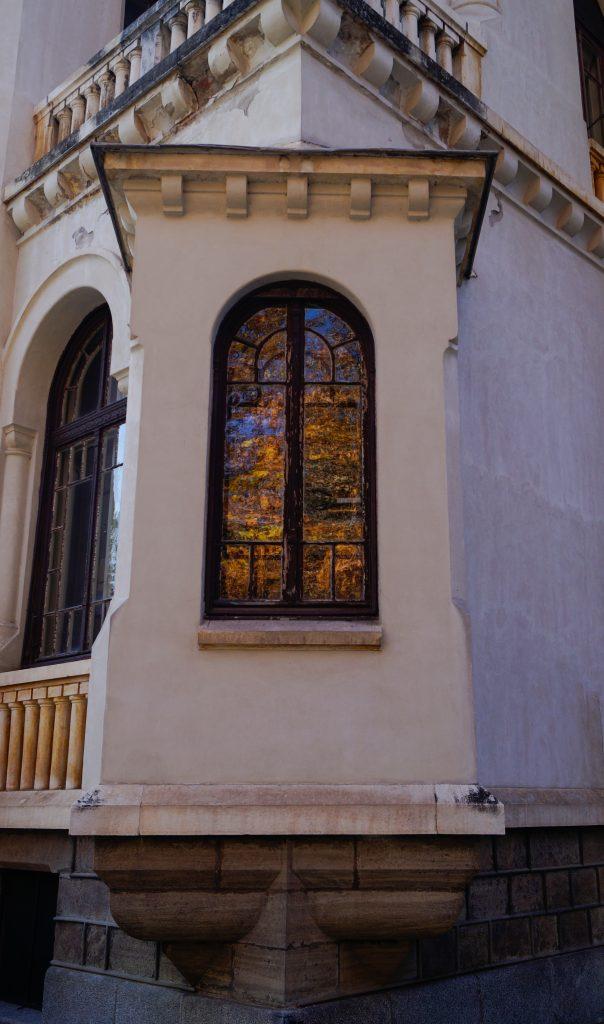 Есенен прозорец